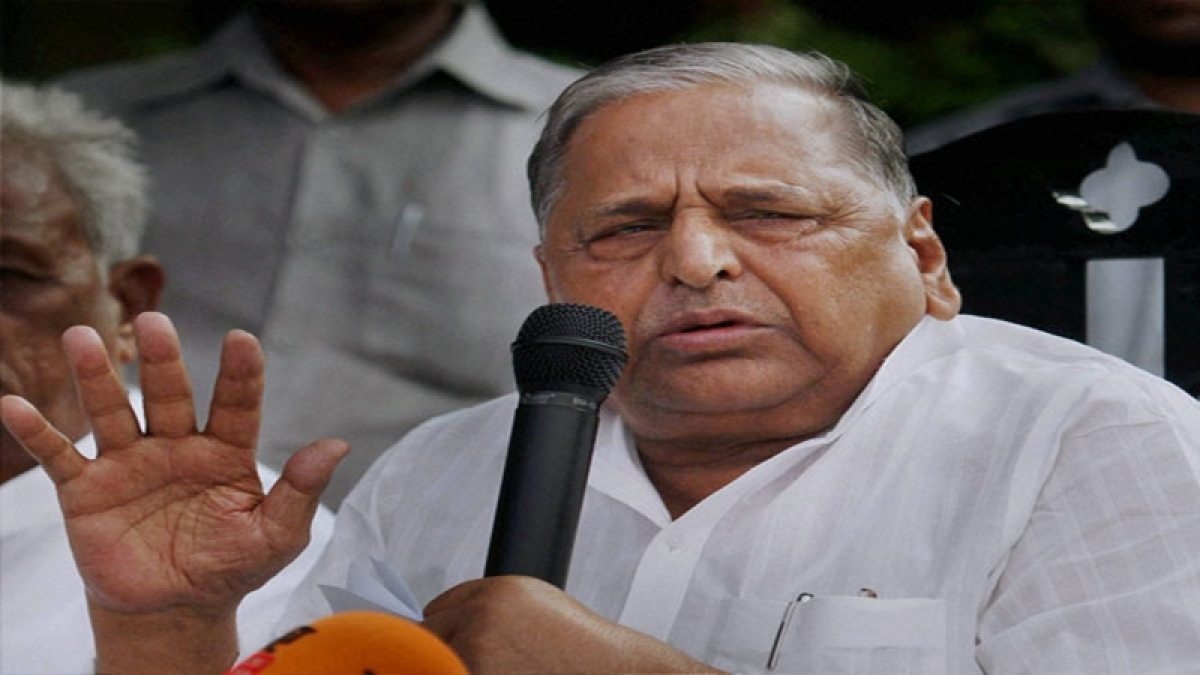 Mulayam tears off Shivpal's resignation, but truce not in sight