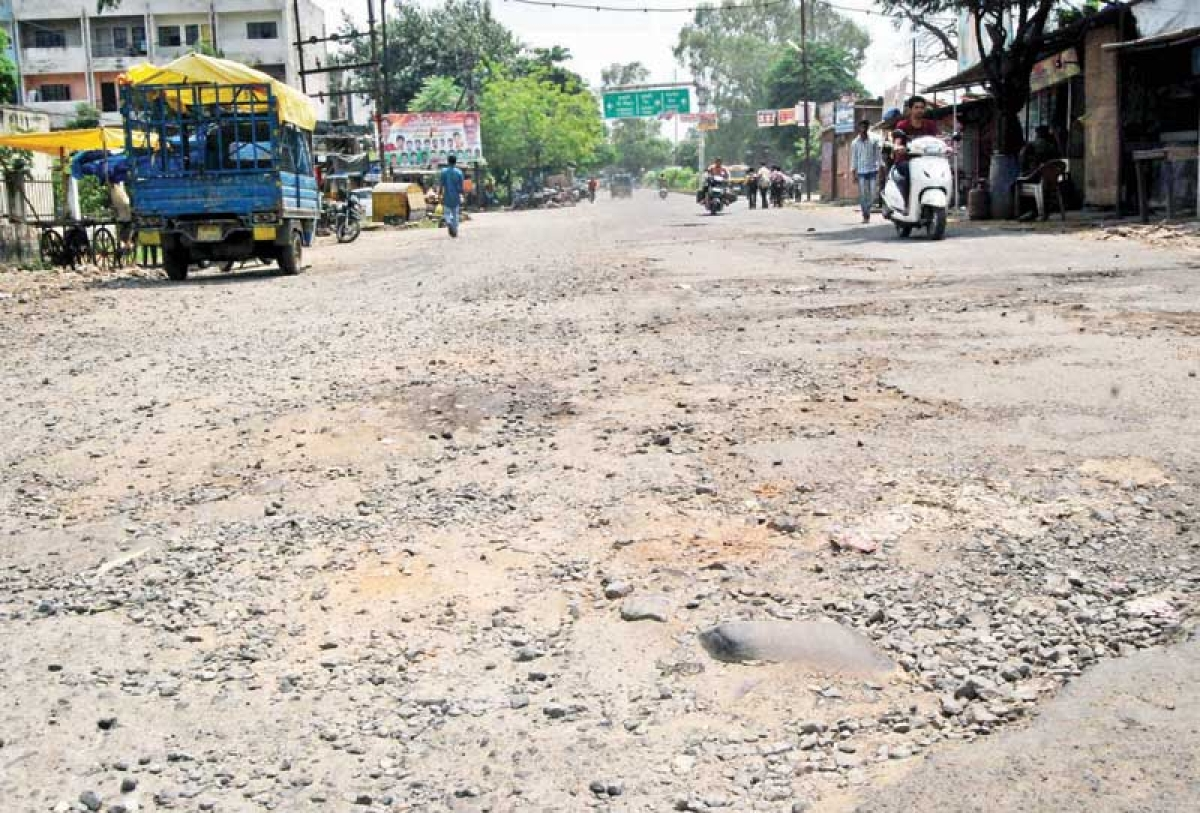 Bhopal: Shoddy roads add to commuters' woes
