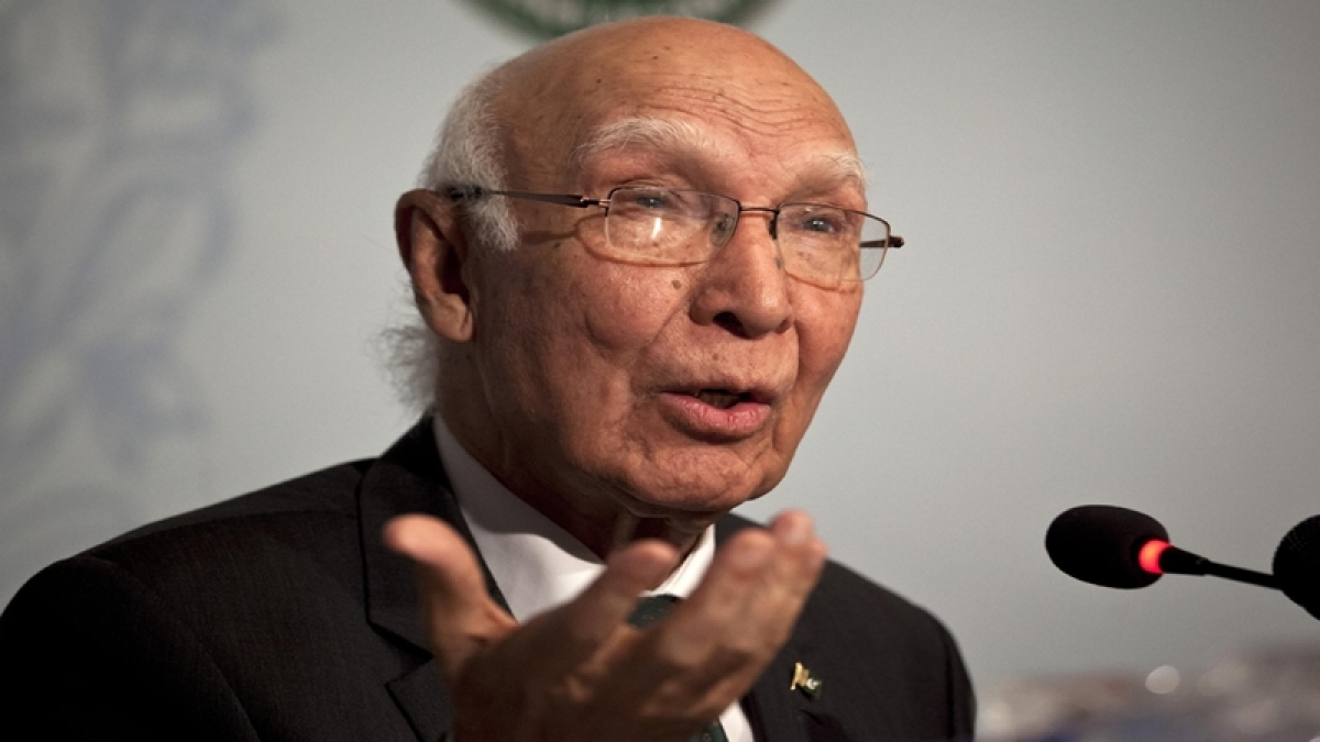 Pakistan's National Security Adviser Sartaj Aziz gestures during a press conference in Islamabad, Pakistan, Saturday, Aug. 22, 2015. Aziz says he is still ready to travel to New Delhi for Sunday's security talks with his counterpart despite fresh tensions between the longtime adversaries. (AP Photo/Anjum Naveed)