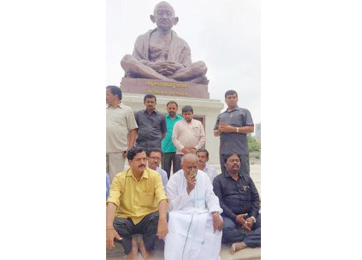 Gowda begins hunger strike  seeking 'justice' for K'taka
