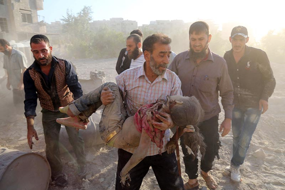 Barrel bombs hit largest hospital in Aleppo in major offensive