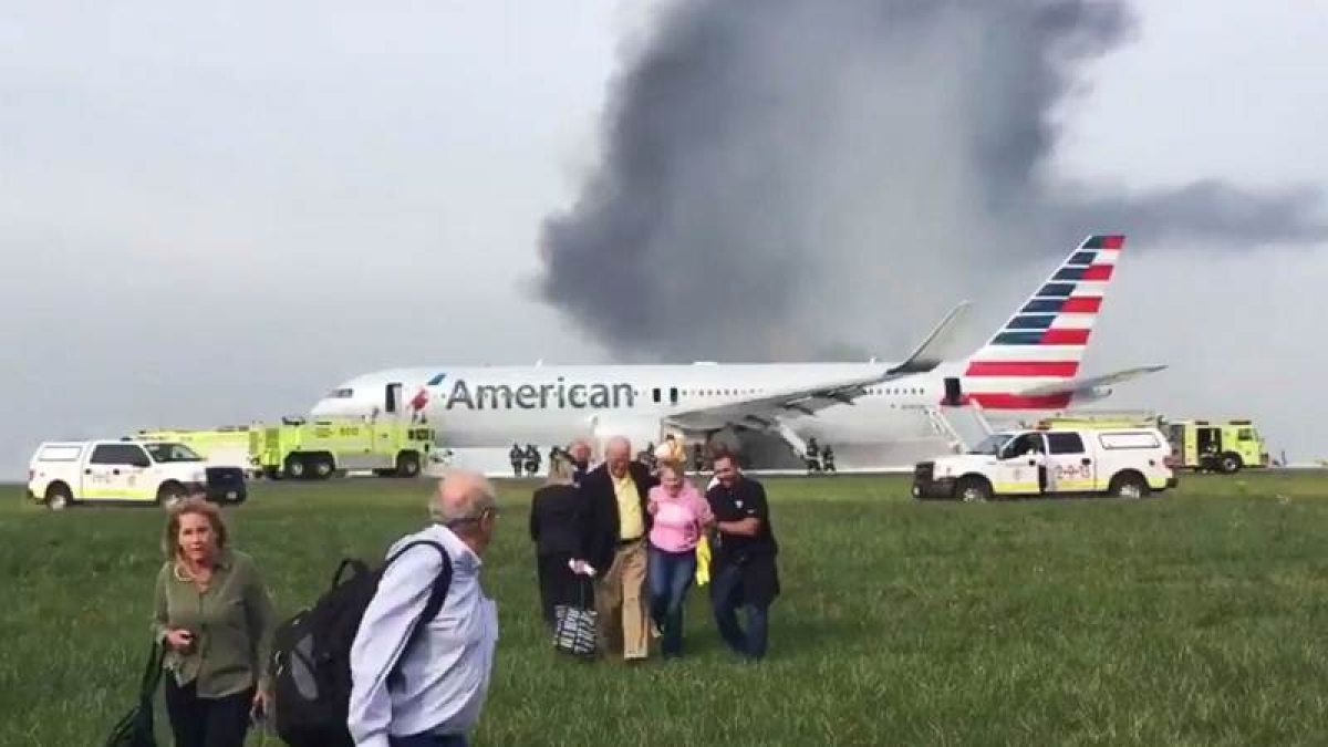Official: Plane in Chicago had rare, serious engine failure