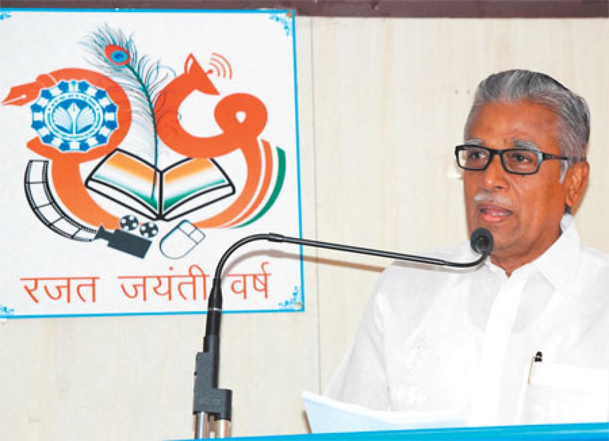 Social media can help control crime: Kartikeyan