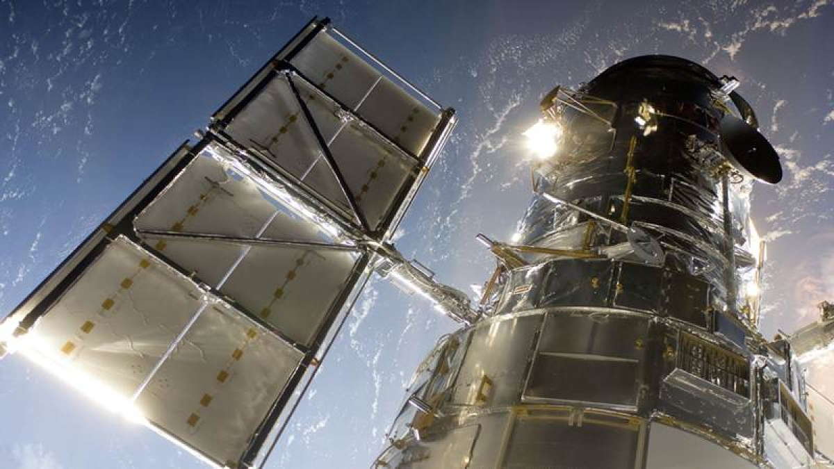 Hubble detects giant 'cannonballs' shooting from unseen star