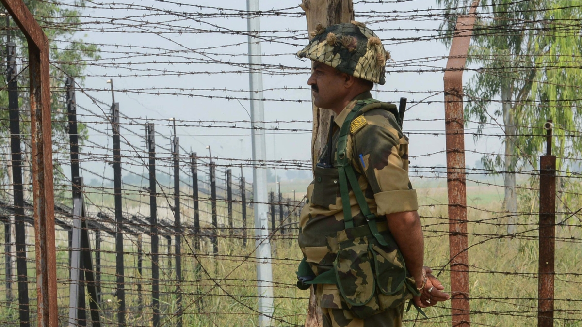 2 soldiers held for leaking border details to Pakistan