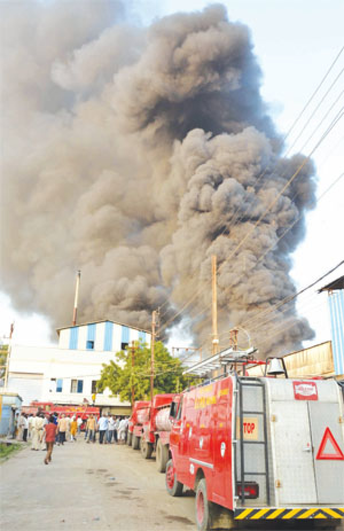 Major fire reduces plastic furniture factory to ashes in Bhopal