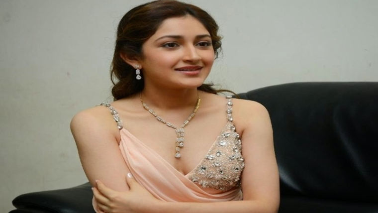 It's hard to get good debut in Bollywood: Sayesha Saigal