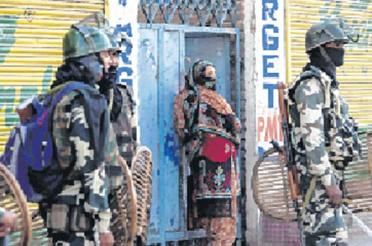Kashmir violence: 1 SSB jawan killed, 8 hurt in Srinagar militant attack
