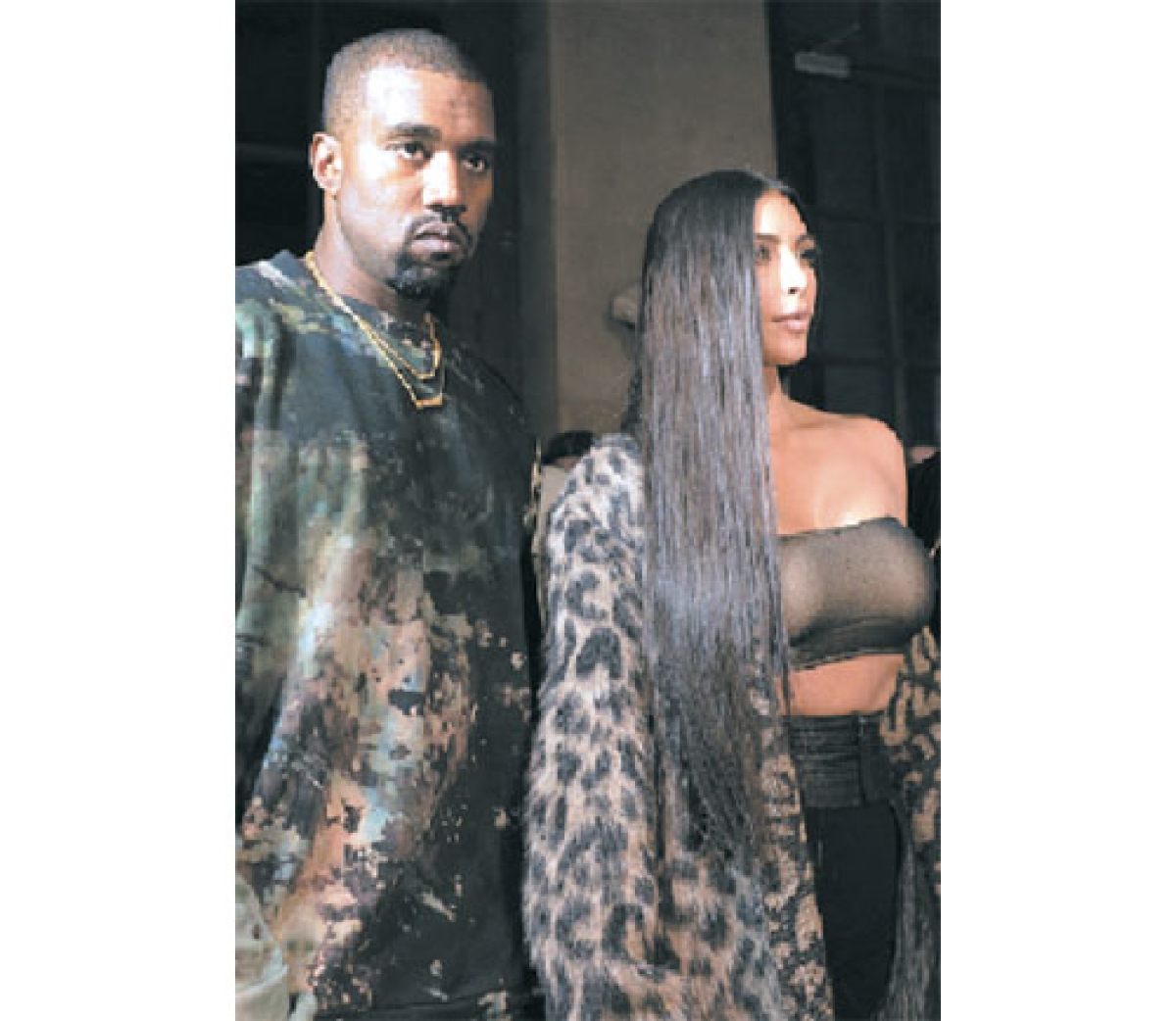 TV star Kim Kardashian robbed at gunpoint in Paris