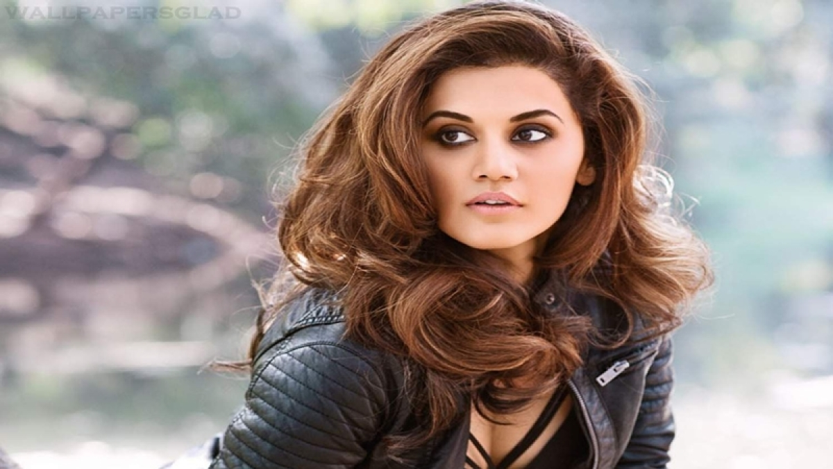 Wasn't intentional: Taapsee on Big B's 'all male' picture