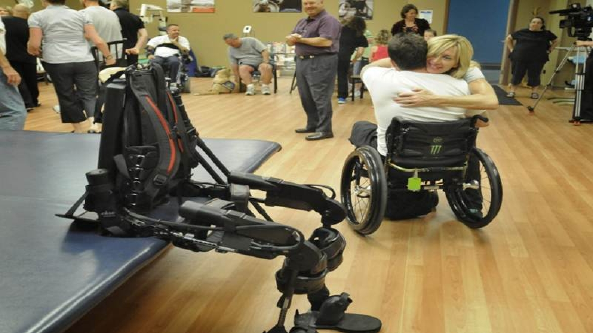 Wearable robot to help paralytic patients walk