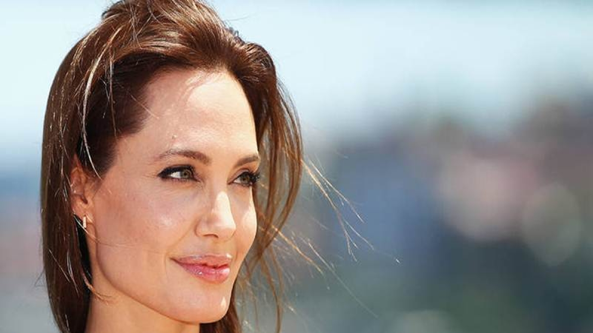 FBI interrogates Angelina Jolie for four hours