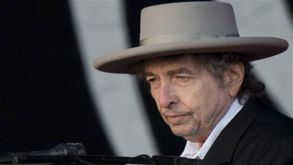 Bob Dylan accepts Nobel Prize, says it left him speechless