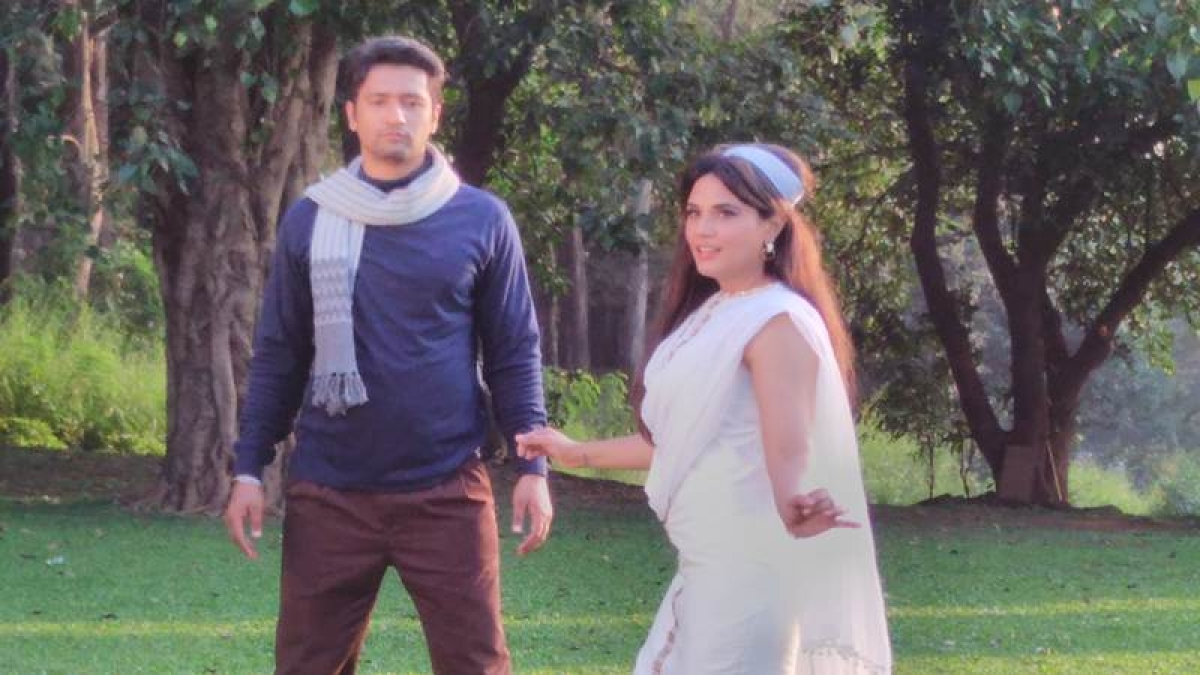 Richa, Vicky in AIB video
