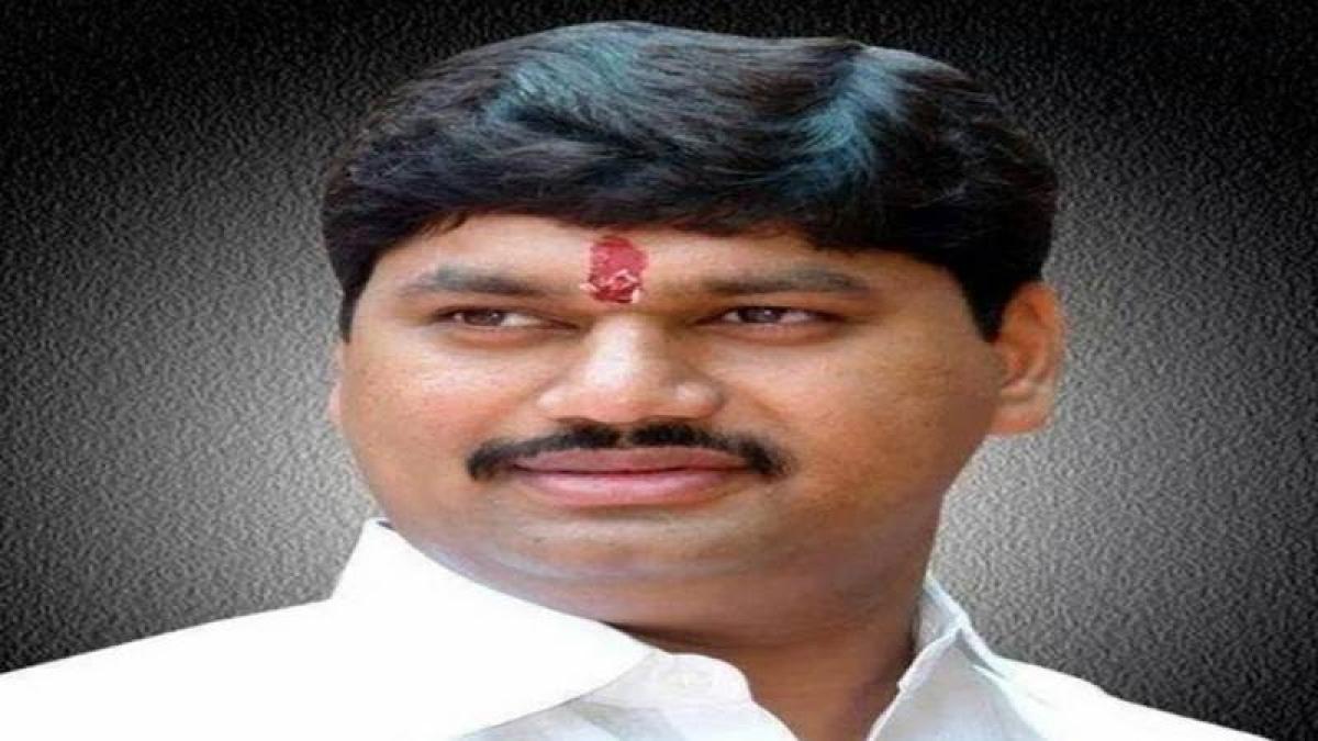 Dhananjay Munde demands ouster of Mahadev Jankar