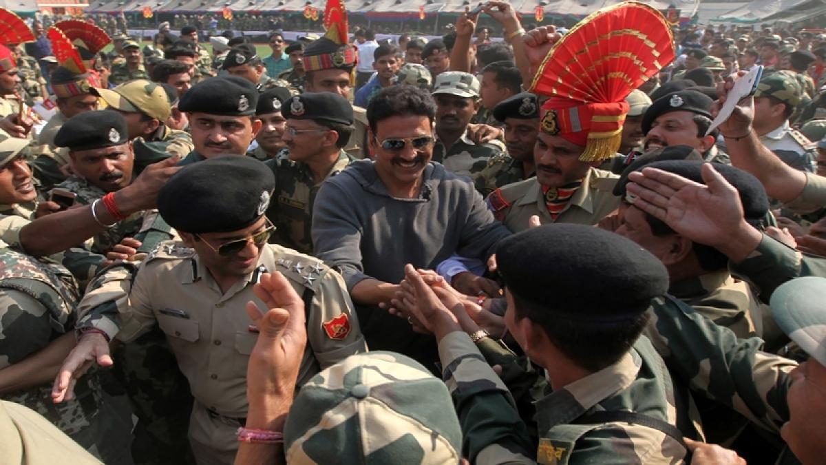 Akshay Kumar visits BSF camp, say jawans real heroes