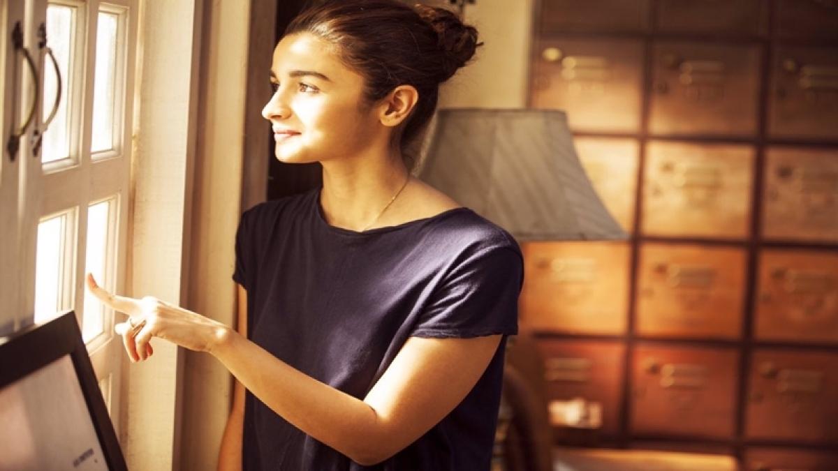 Dear Zindagi Take 3: Alia Bhatt asks Shah Rukh why love is so irritating