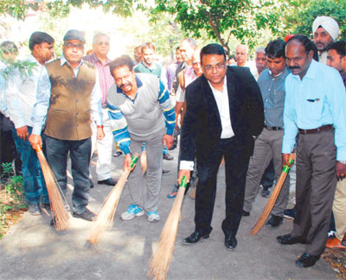 Bhopal: Allahabad Bank holds cleanliness drive