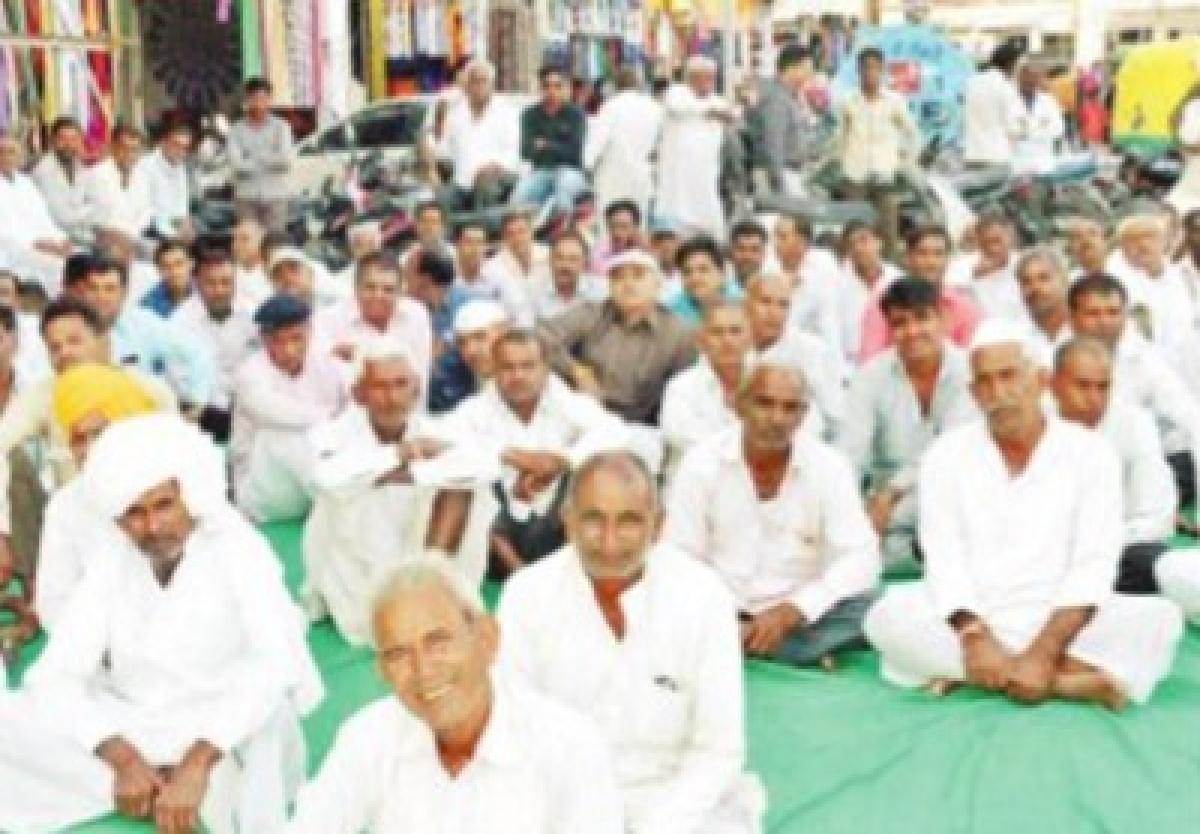 Bharatiya Kisan Sangh stages dharna in Ujjain