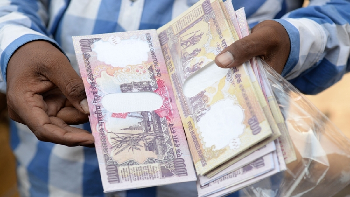 Cannot allow deposit of scrapped notes: Government to Supreme Court