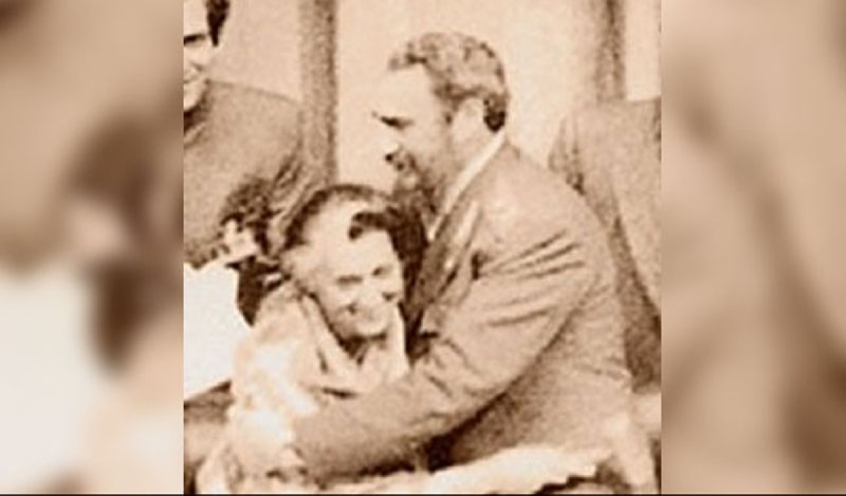 When Fidel Castro gave a bear hug to Indira Gandhi