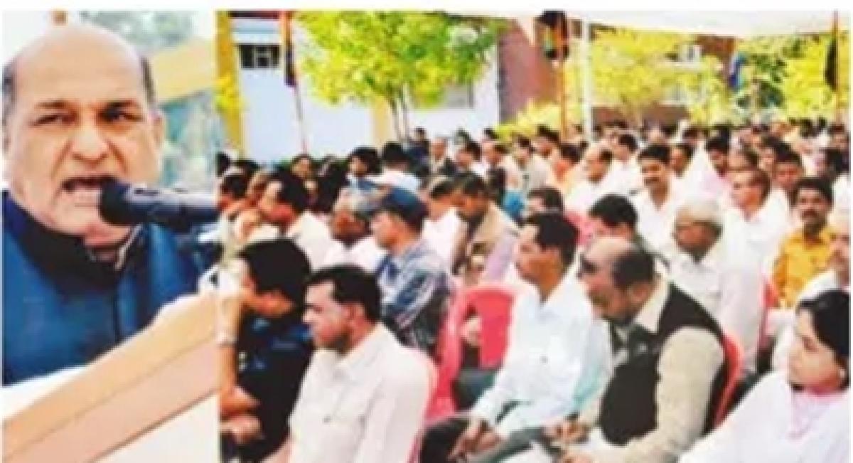 Ujjain: Farmers should be made members of cooperative societies, says Kishan Singh Bhatol