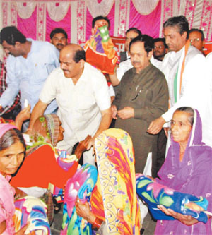 Muskan Club gives away blankets