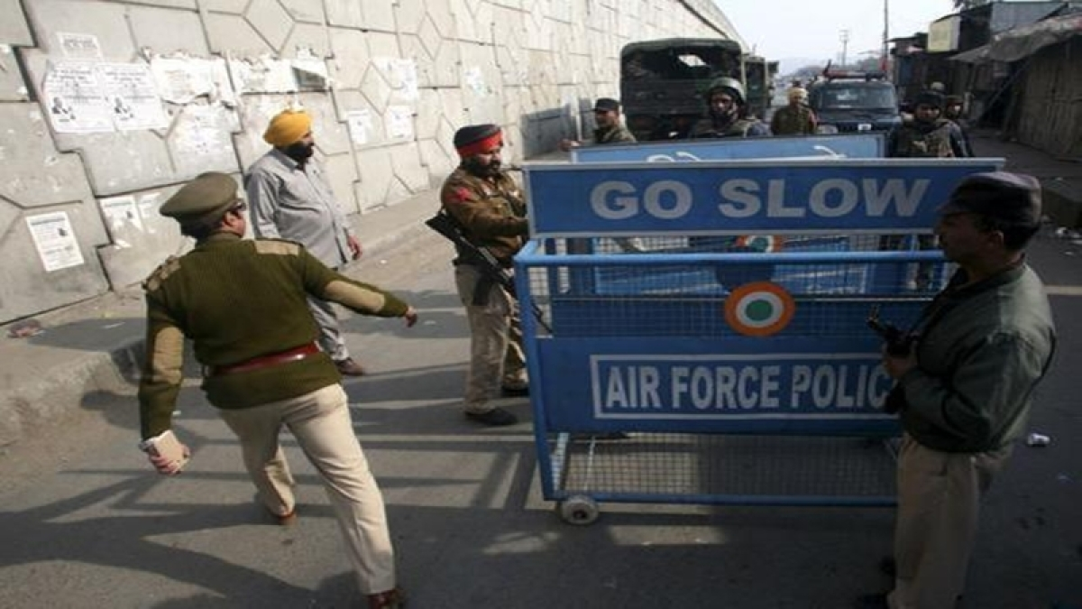 Pathankot attack: Hindi news channel ordered to be taken off air for a day