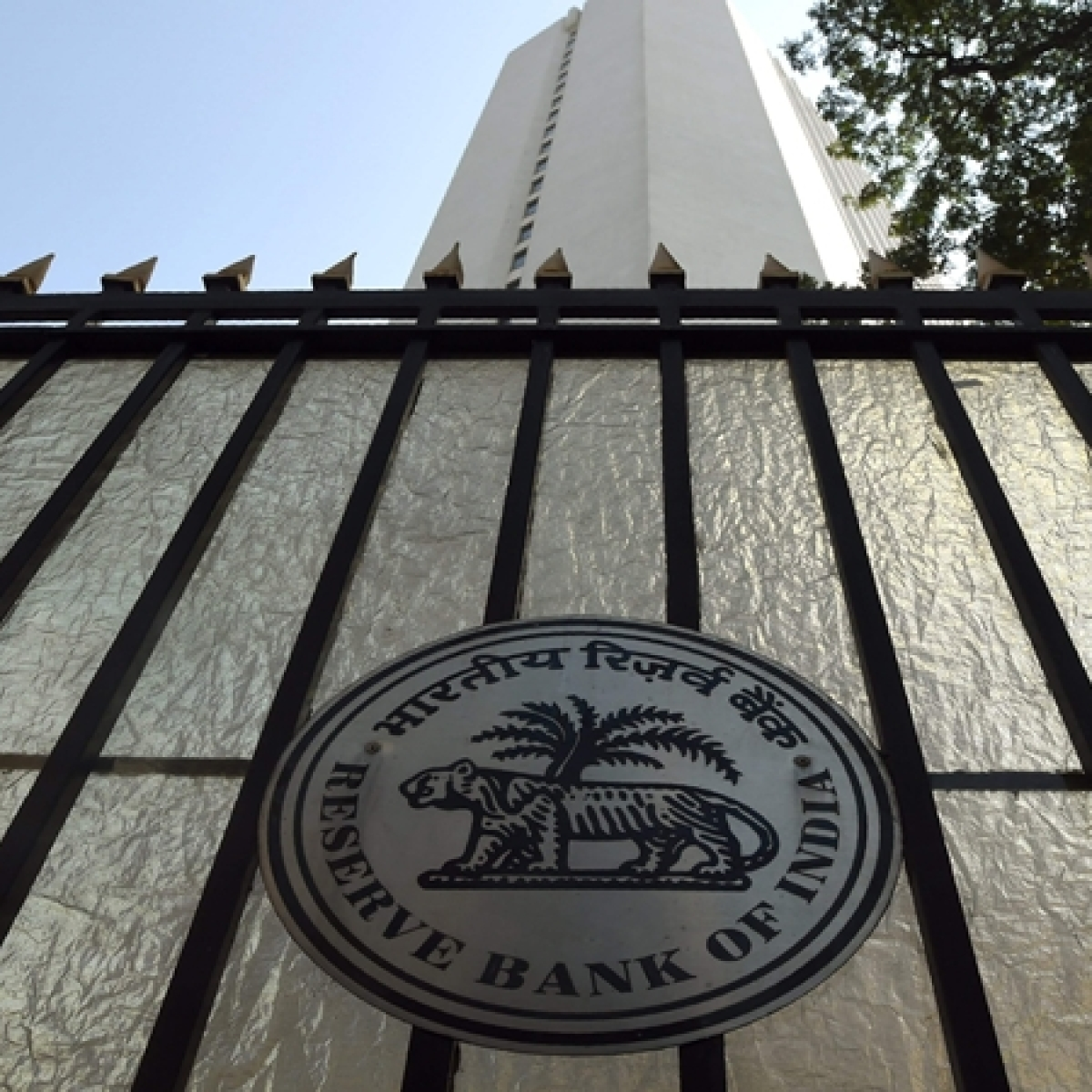 Rs 1.76 lakh cr windfall from RBI to give govt ammunition to fight slowdown, boost capex: Experts