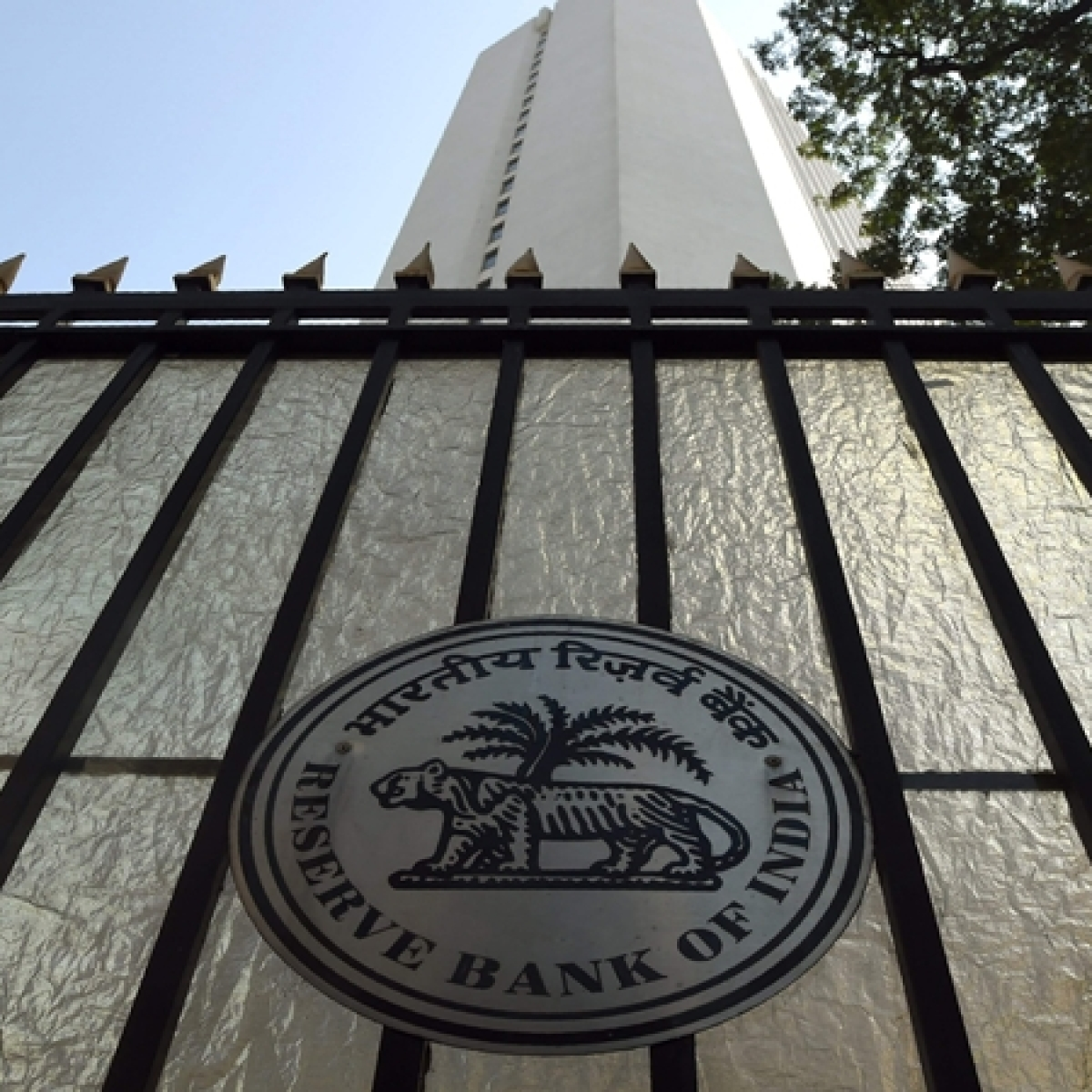RBI extends market trading hours from 10 am to 2 pm till further notice