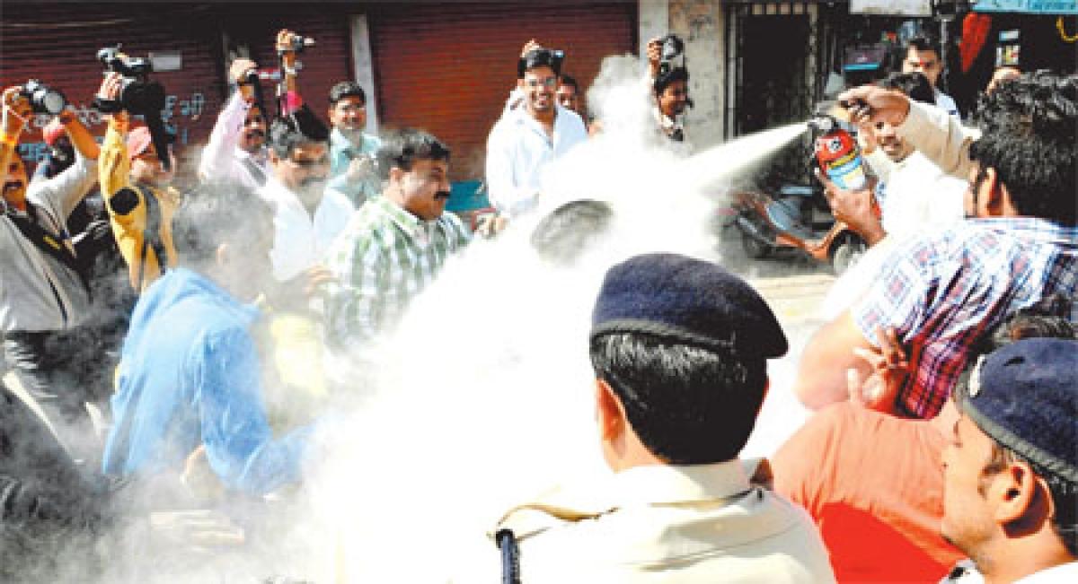 RaGa arrest: Congmen take to streets, burn PM Narendra Modi effigy