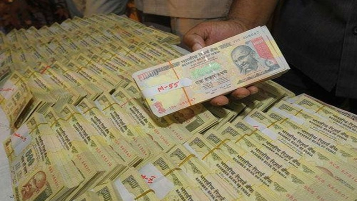 Rs 73 lakh cash in Rs 500, Rs 1000 notes seized from two cars