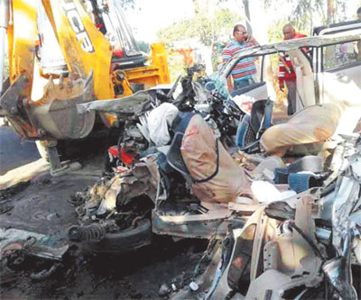 Bangladesh: 7 people killed in road accident