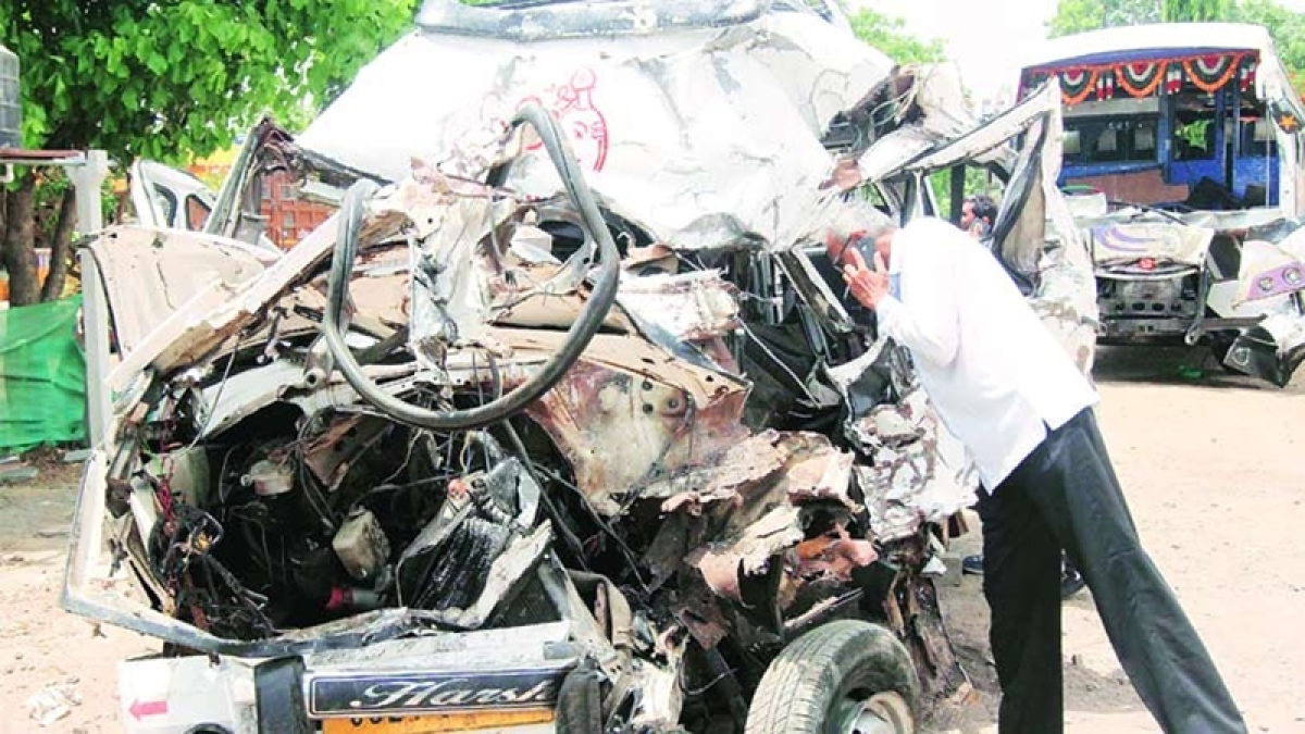 6 members of family on pilgrimage killed in Mumbai accident
