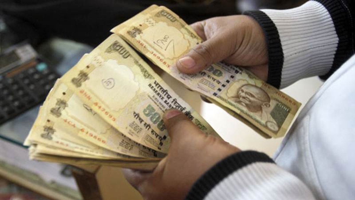 Rs 32L in invalid notes seized from hotel in Bhopal