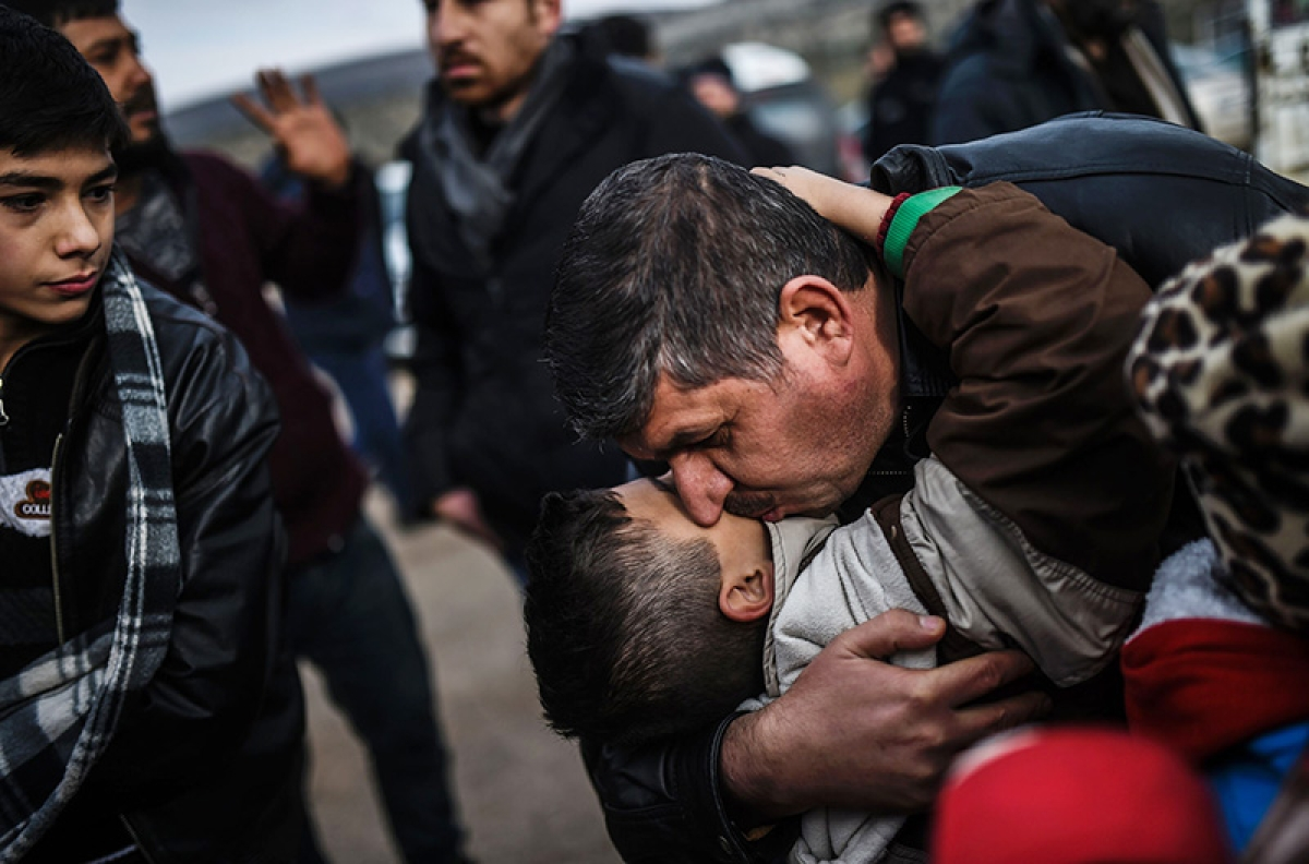 Lifeline for trapped Syrians