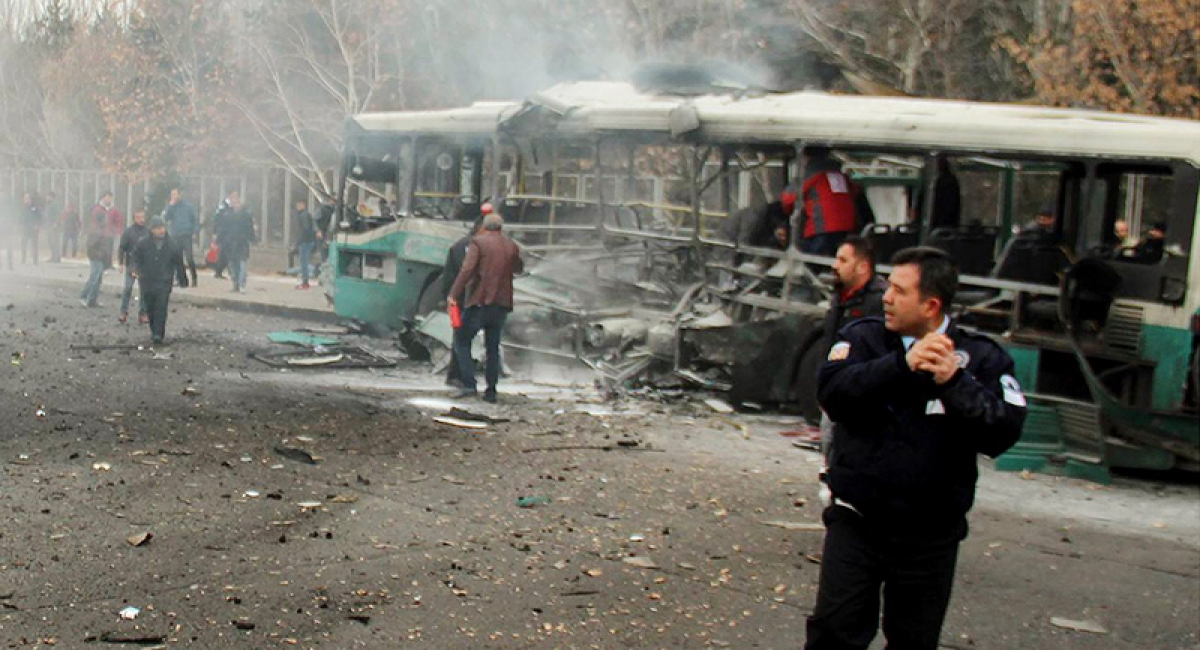 Roadside bombing kills 12 civilians in south Yemen