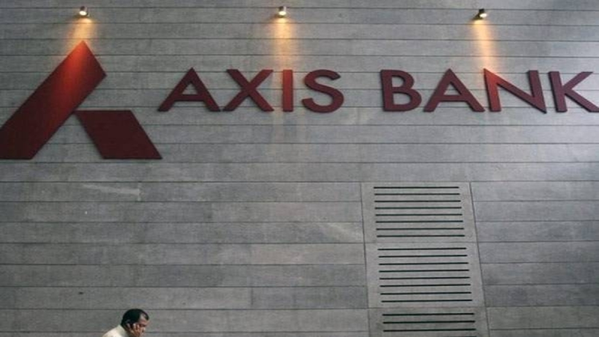 Axis beefs up capital with Rs 10K crore QIP;  ICICI Pru, Fidelity buy