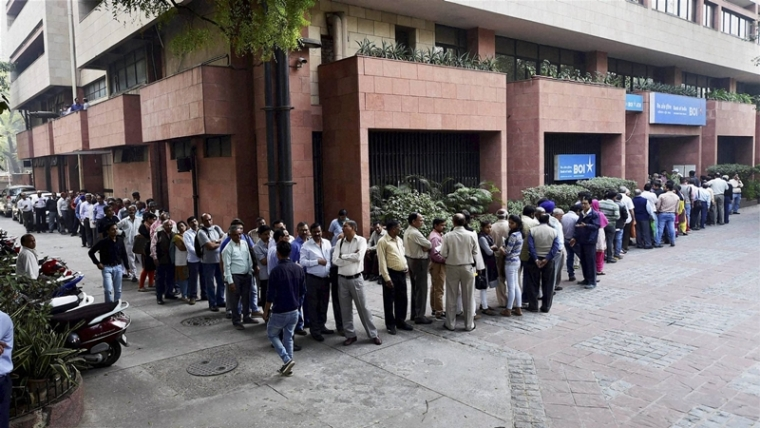 New Delhi: People queue outside Bank of India to exchange their old Rs 500 and 1000 notes in New Delhi on Friday. PTI Photo by Kamal Singh(PTI11_11_2016_000098B)
