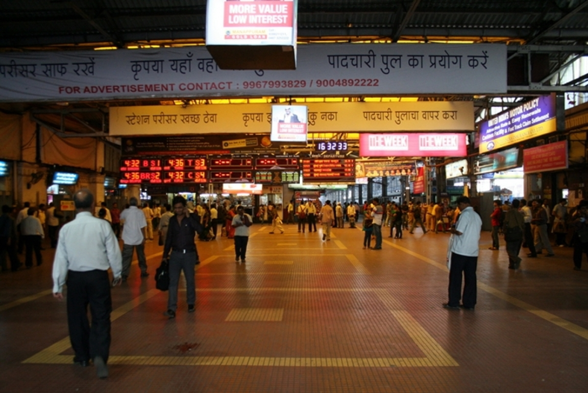 Mumbai CST goes cashless; PoS machine to be installed in all stations