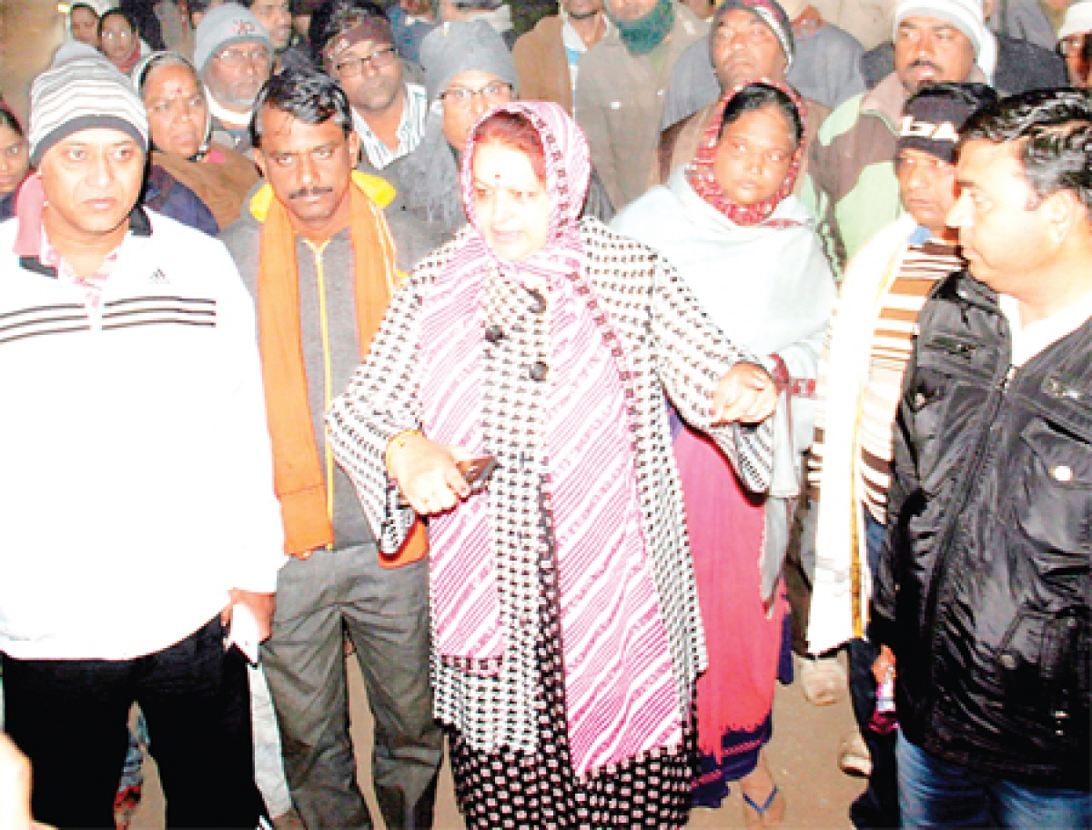 Ujjain: Minister Archana Chitnis spreads cleanliness awareness in villages