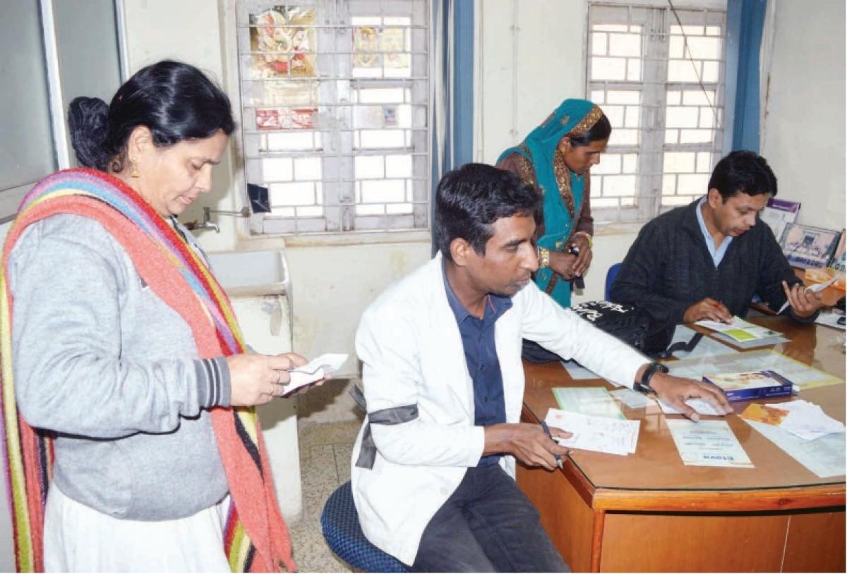 Indore: Doctors protest retirement extension, Health dept offer olive branch, gives option