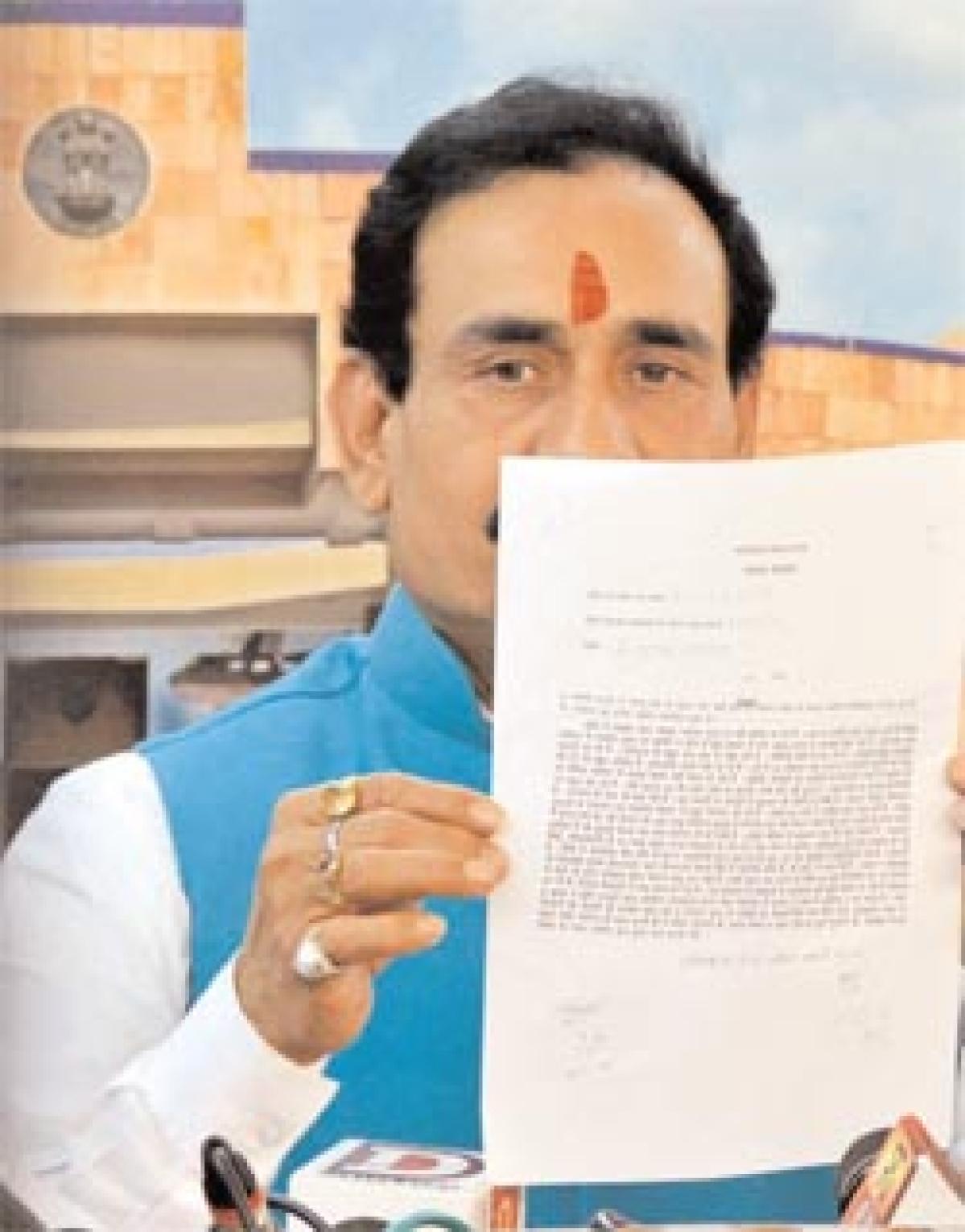 Bhopal: Demonetisation cured Kejriwal's cough, reunited Mulayam's family says Mishra