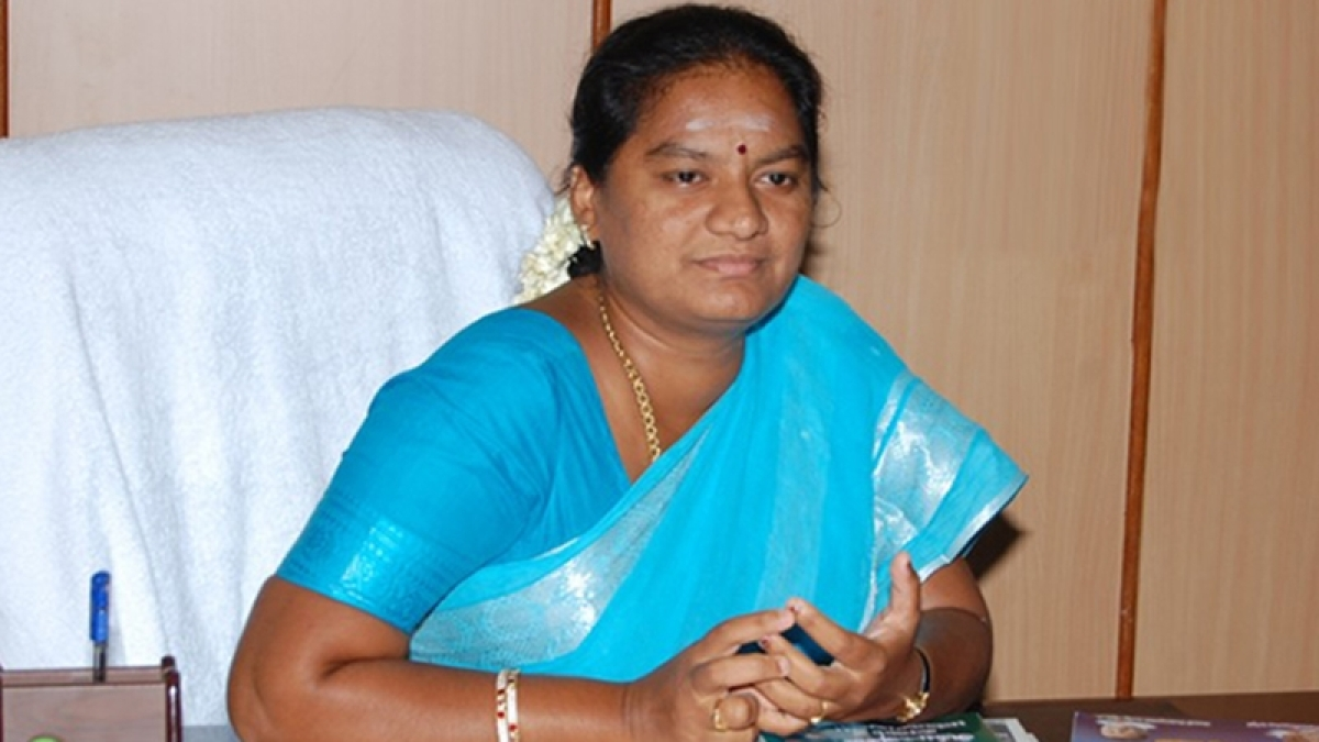 AIADMK cadres assault Sasikala Pushpa's lawyer in Chennai