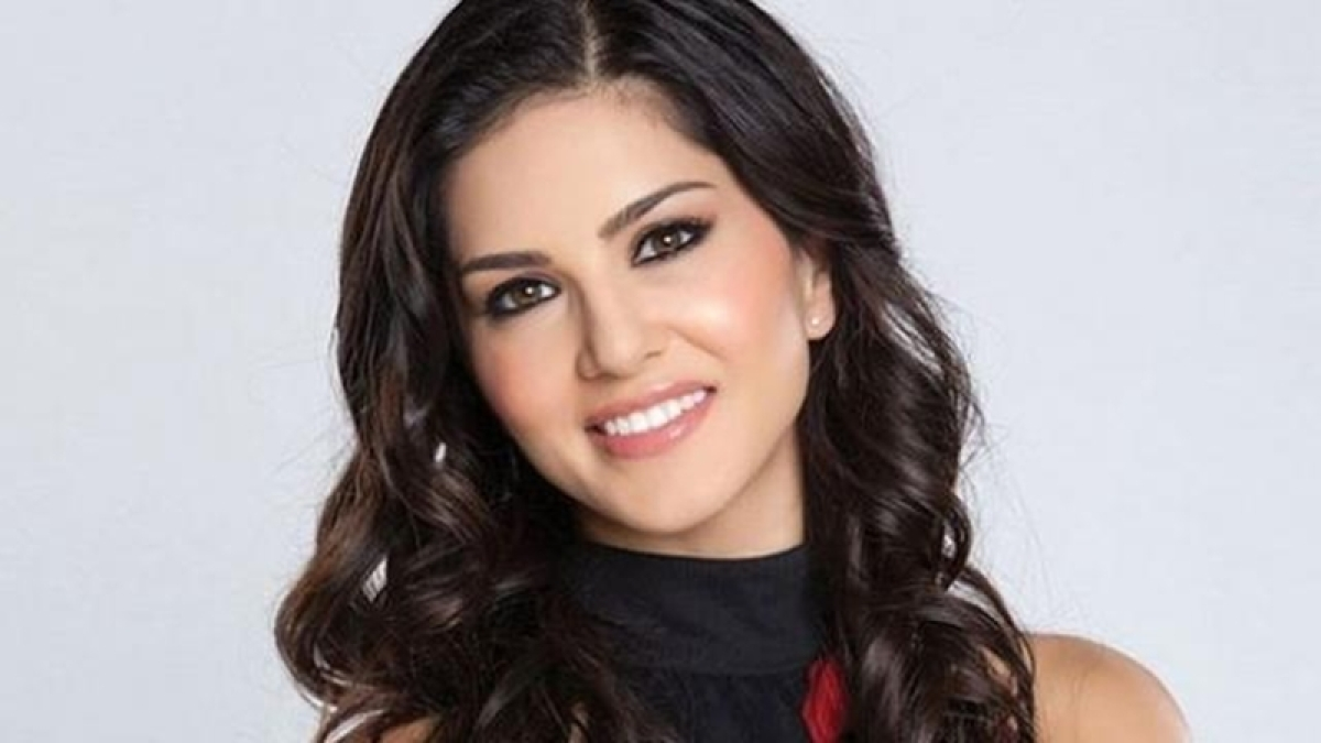 Sunny Leone offered 3.5 crores to perform on Raees song for new year?