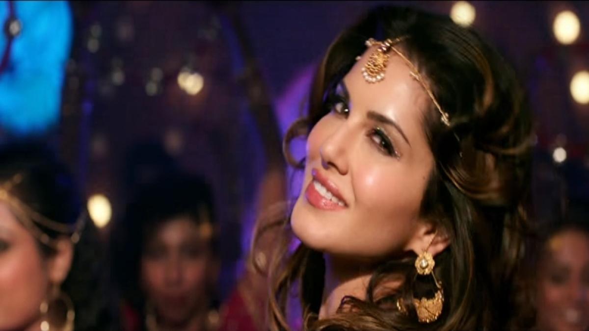 Zeenat's 'Laila' vs Sunny's 'Laila':  Raees Choreography takes the cream