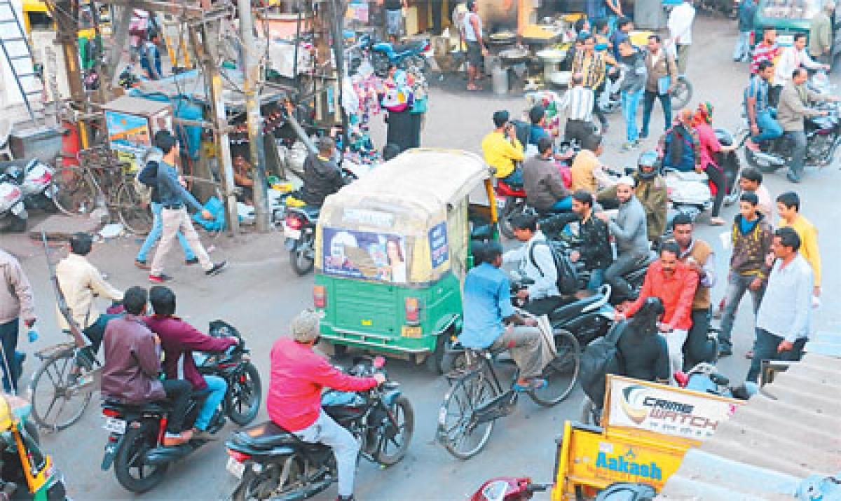 Indore: Traffic rule violators a menace