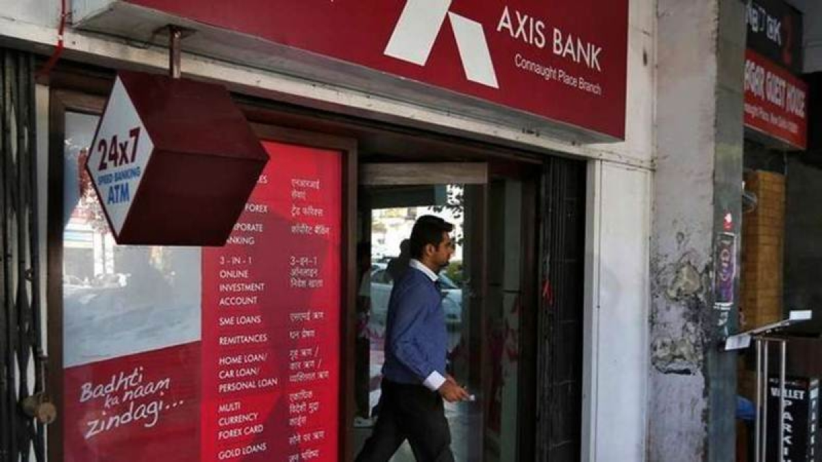 CM Uddhav to decide on withdrawing police depts' salary accounts from Axis bank