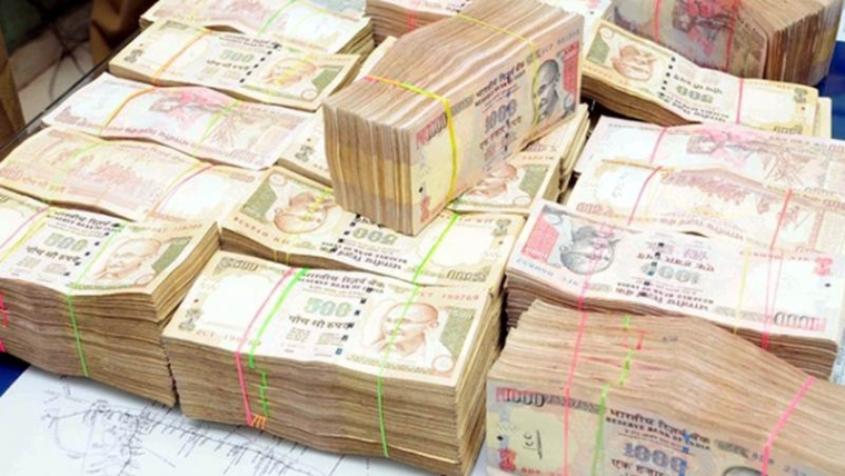 Mumbai: Police seize Rs 10 cr in old and new currency from a car at Chembur