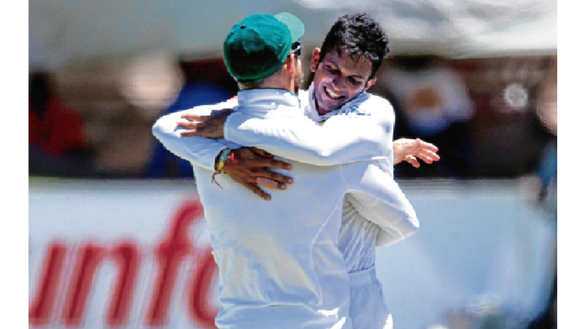 South Africa seals 206-run win over Lanka in 1st test